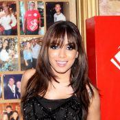 Anitta adota franjinha e exibe novo visual durante jantar em restaurante, no RJ