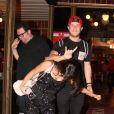 Anitta muda visual após lançamento de DVD; cantora adotou corte de franjinhas