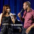 Anitta canta em programa 'Música Boa ao vivo', no Multishow, e exibe corte franjinha