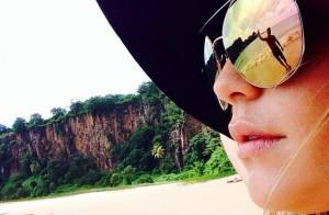 Fernanda Vasconcellos viaja para Fernando de Noronha com o namorado, Cássio Reis