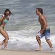 Mariana Rios mostra corpão gravando 'Salve Jorge' com Ivan Mendes em praia