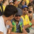 Leonardo DiCaprio conferiu o jogo de estreia da Copa do Mundo discreto no meio do público ao lado de amigos
