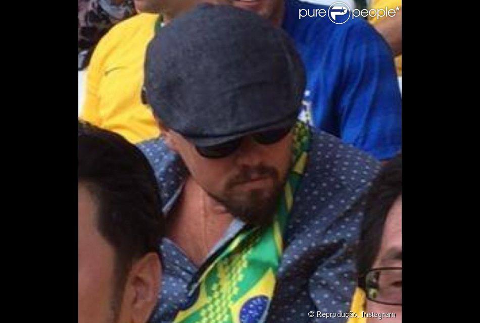 Leo DiCaprio foi flagrado pela Kick TV, um canal de esportes veiculado pela Internet,  sentado no meio da torcida brasileira no Estádio do Itaquerão, em São Paulo, na quinta feira, 12 de junho de