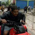 Zeca Pagodinho deu um show de solidariedade ao levar pessoas para lugares mais seguros durante a forte chuva em janeiro deste ano
