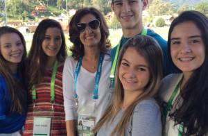 Fátima Bernardes leva filhos à Granja Comary e eles tietam Neymar: 'Dia feliz'