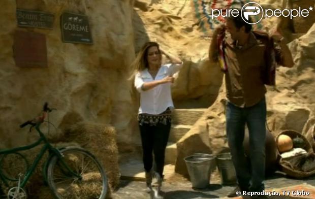 Na Capadócia, Bianca também usou um cinto de franjas de metal enquanto saía da caverna de Zyah. Ele dizia para ela montar a loja, quem tem no Brasil, na região da Turquia