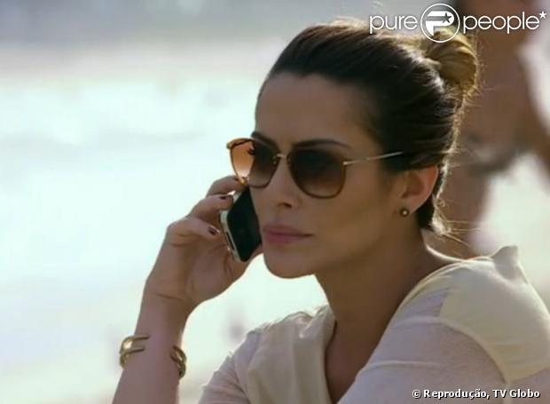 Os óculos que Bianca usou no mesmo dia e apareceu bem enquanto ela ligava para Stenio também está na lista de desejos das telespectadoras