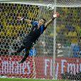 David Luiz cobra falta no ângulo e aumenta placar do jogo