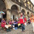 Grazi Massafera passeia pela Guatemala ao lado de Jayme Monjardim