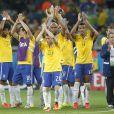 Os jogadores da Seleção Brasileira se despedem da torcida e deixam o estádio