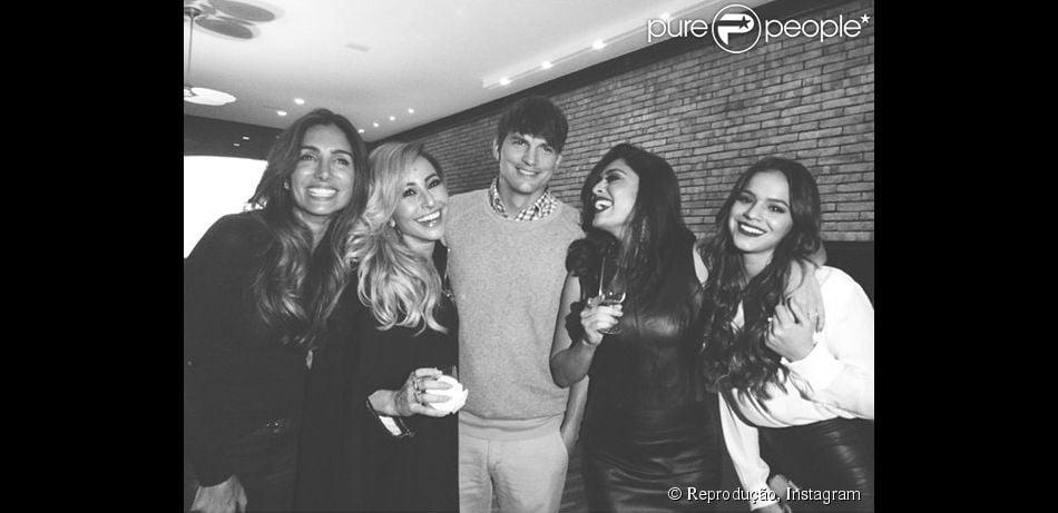 Bruna Marquezine vai a jantar com Juliana Paes, Sabrina Sato e Andrea Santa Rosa  na casa de Luciano Huck e Angélica e tieta Ashton Kutcher, em 12 de julho de 2014