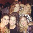 Paolla Oliveira posa com as empresárias Débora Montenegro e Mariana Nogueira em jantar