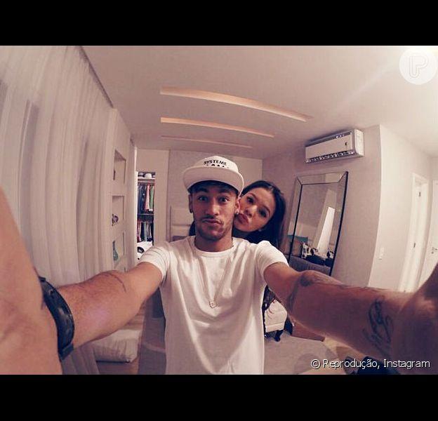 Neymar e Bruna Marquezine terão pouco tempo para ficar juntos; atriz vai trabalhar nos Estados Unidos durante férias e Neymar se apresentará ao clube Barcelona