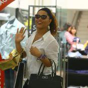 Juliana Alves e o noivo, Guilherme Duarte, curtem tarde de compras no RJ