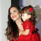 Daniela Albuquerque ganha pulseira de pedras preciosas da filha de 2 anos