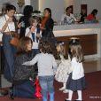 Giovanna Antonelli vai ao teatro com os filhos Pietro, Antônia e Sofia, no Rio de Janeiro