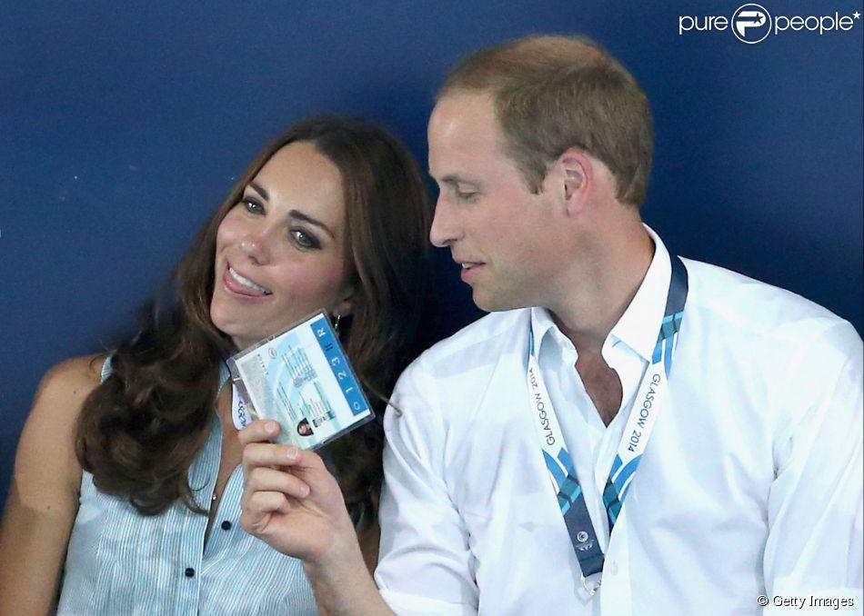 Kate Middleton e príncipe William foram vistos em momento de descontração durante um evento, nesta segunda-feira, 28 de julho de 2014