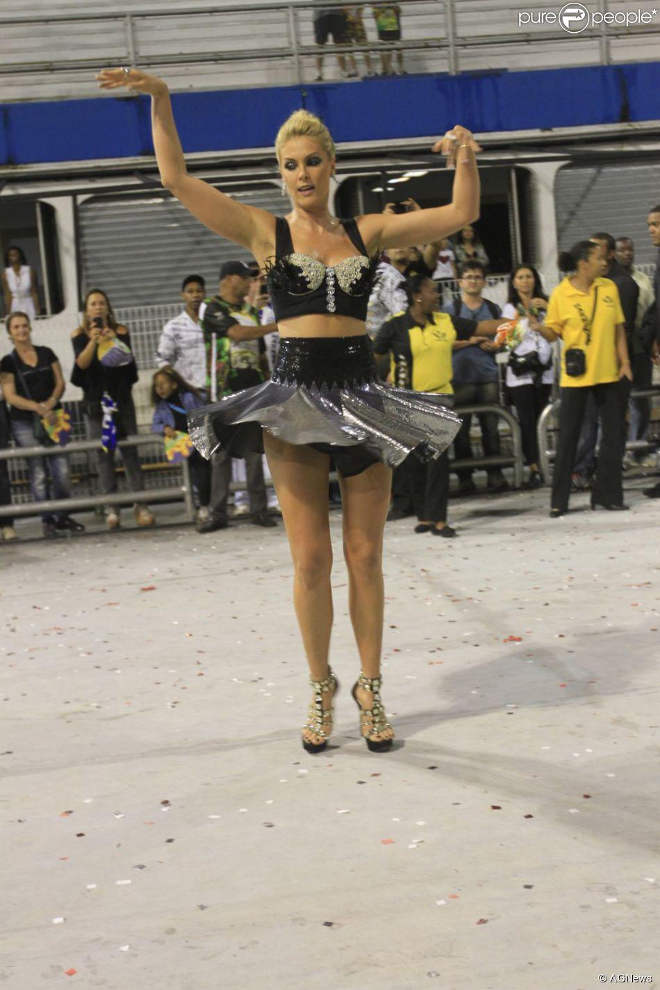c448769abcbb7 Ana Hickmann é madrinha da escola de samba paulista Vai-Vai pelo terceiro  ano consecutivo