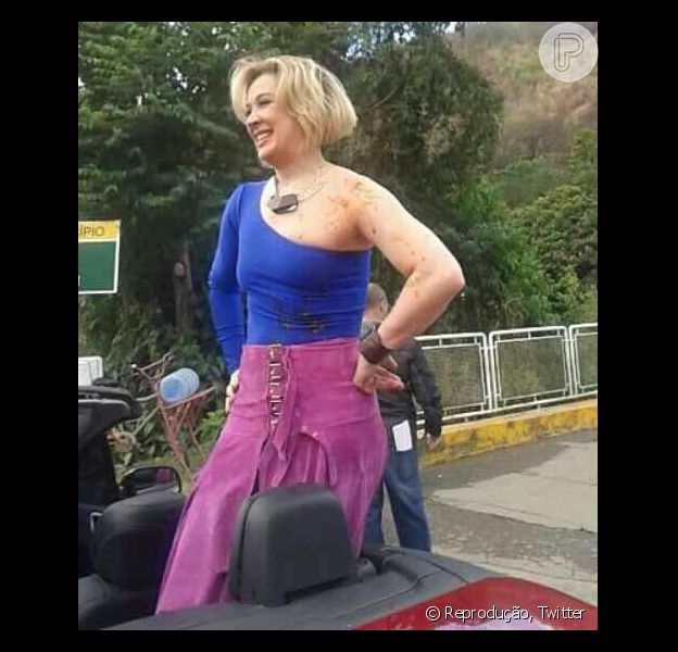 Claudia Raia aparece com marcas de sangue nos ombros no primero dia de gravação da novela 'Alto Astral', próxima das sete na Globo, em 30 de julho de 2014