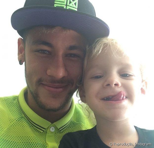 O filho de Neymar, Davi Lucca, vai completar 3 anos de idade no dia 24 de agosto, mas de acordo com a colunista 'Monica Bergamo', do jornal 'Folha de S.Paulo' desta terça-feira, 5 de agosto de 2014, o craque ainda não sabe se poderá estar presente na comemoração