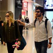 Gabriel Braga Nunes viaja acompanhado pela mulher e pela filha de 2 meses