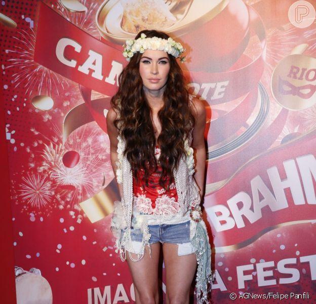 Megan Fox chega no camarote da Brahma na Marquês de Sapucaí, no Rio para curtir a folia, em 10 de fevereiro de 2013