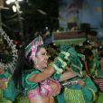 Gracyanne Barbosa, mulher de Belo e figura conhecida do Carnaval, foi rainha de bateria da Mangueira e usou um fantasia que deixou o corpo todo à mostra
