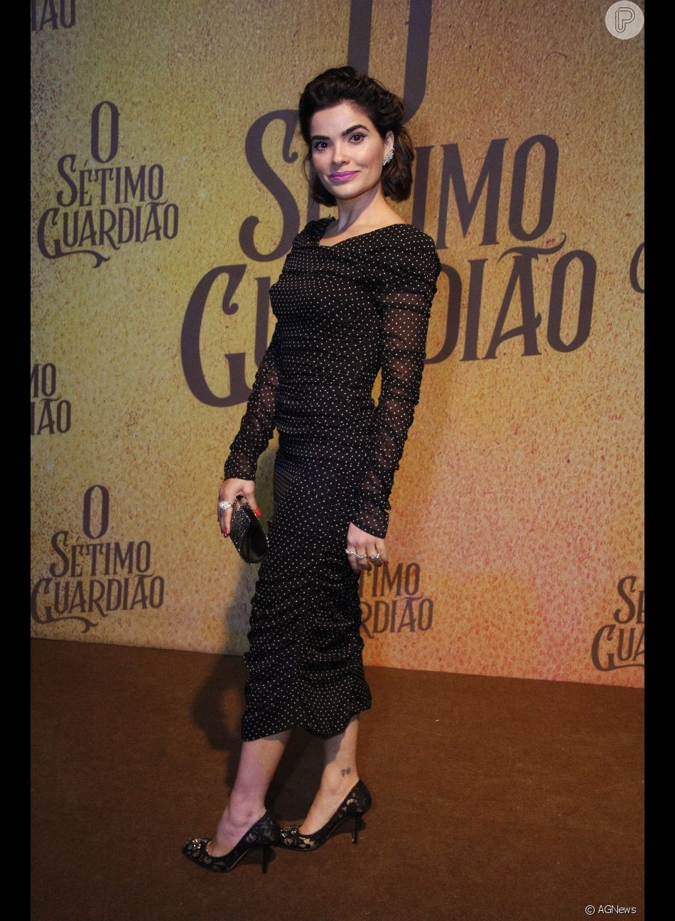 efb22d4e8 Vanessa Giácomo usou vestido midi com estampa poá e joias L/DANA na festa  de lançamento da novela 'O Sétimo Guardião'
