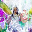 Após assumir namoro com Bruna Marquezine, Neymar posta foto da atriz desfilando na Sapucaí