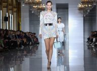 Anos 80: vestidos com ombros marcados são hit nas passarelas e entre as famosas