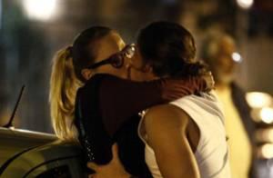 'Império': Téo expulsa Érika de sua casa após flagrá-la aos beijos com Robertão