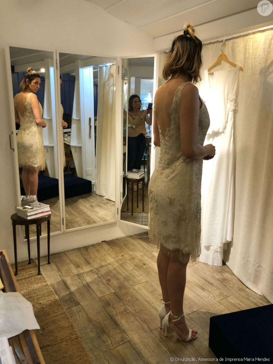 ' Para ela se sentir noiva, optamos pelo vestido todo bordado, que levou dois meses para ser feito', explicou Maria Mendes