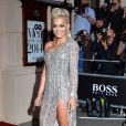 Rita Ora usou uma fenda incrível e esbanjou sensualidade lno ook assimétrico assinado por Zuhair Murad no 'GQ Men of the Year Awards'
