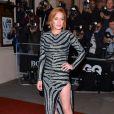 Lindsay Lohan apostou na fenda do vestido Balmain