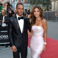 Acompanhada de Lewis Hamilton, Nicole Scherzinger foi comportada ao 'GQ Men of the Year Awards'
