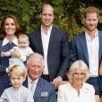 O príncipe Louis voltou a roubar a cena em foto da comemoração dos 70 anos do avô, o príncipe Charles