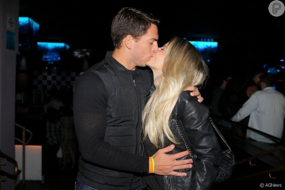 Karina Bacchi se casou no religioso e em segredo com Amaury Nunes, segundo o programa 'TV Fama', da RedeTV!, nesta segunda-feira, 19 de novembro de 2018