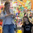 Grazi Massafera e a filha, Sofia, estiveram em shopping do Rio nesta segunda-feira, 19 de novembro de 2018