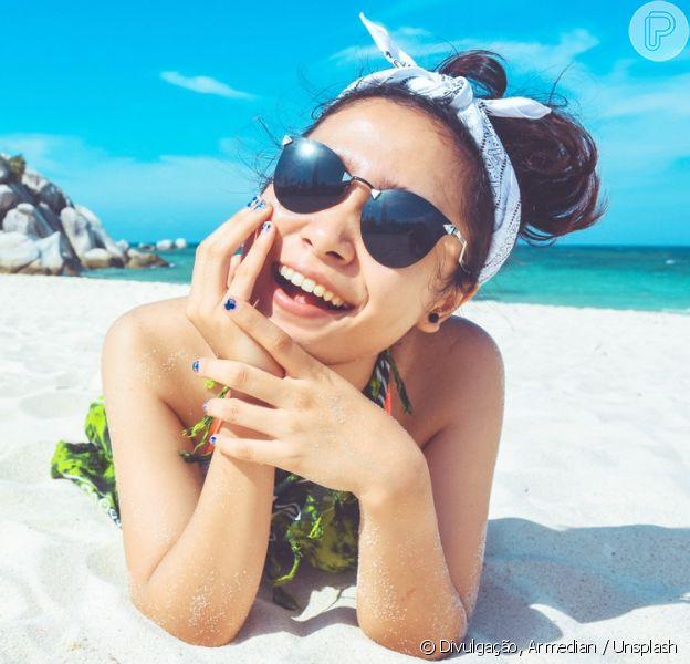 Entenda o que é a acne solar e aprenda a evitar as espinhas durante o verão