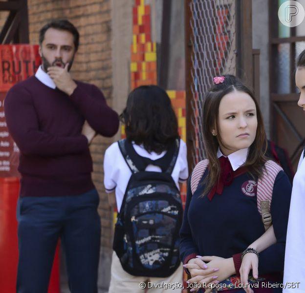 Nos próximos capítulos da novela 'As Aventuras de Poliana', Mirela (Larissa Manoela) ficará furiosa quando descobrir que ela não é a menina da vez para sair com Luca Tuber (João Guilherme) e sim Raquel (Isabella Moreira)