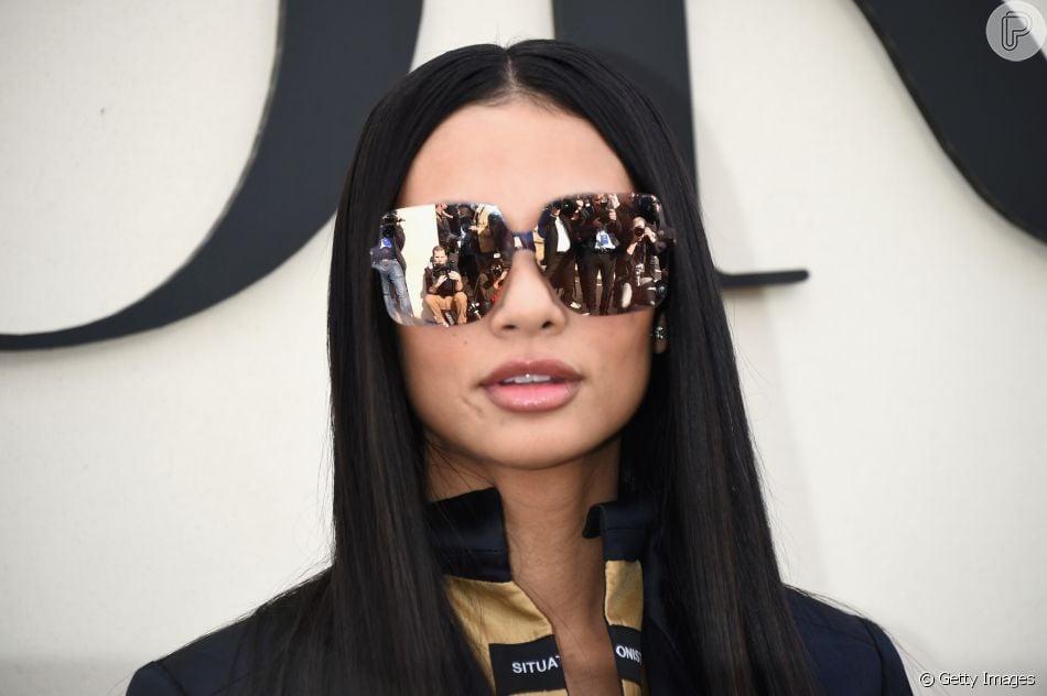 Tendências dos anos 90 que estão de volta à moda. Óculos em estilo máscara está de volta
