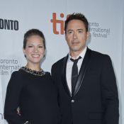 Robert Downey Jr. posa ao lado da mulher, grávida, no Festival de Toronto