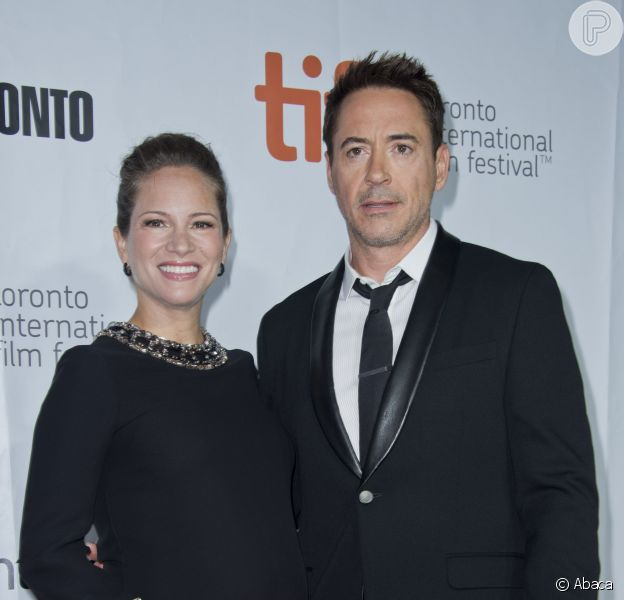 Robert Downey Jr. marca presença no Festival de Toronto ao lado da mulher, Susan Downey, grávida do terceiro filho do ator