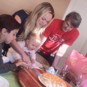 Em família! Eliana celebra aniversário com filhos e noivo: 'Linda surpresa'