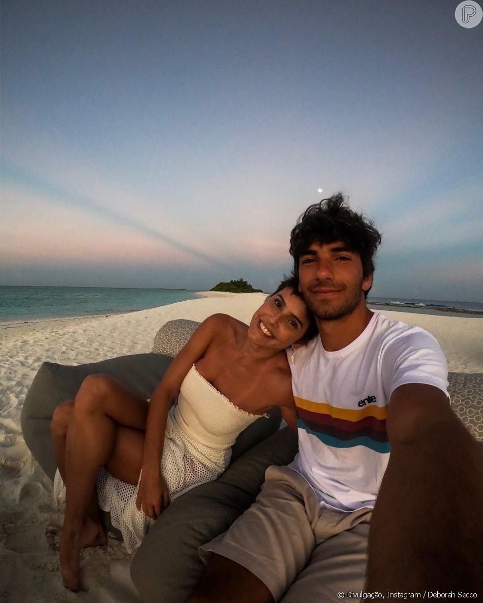 5910506c2 Deborah Secco está curtindo lua-de-mel com Hugo Moura - Purepeople