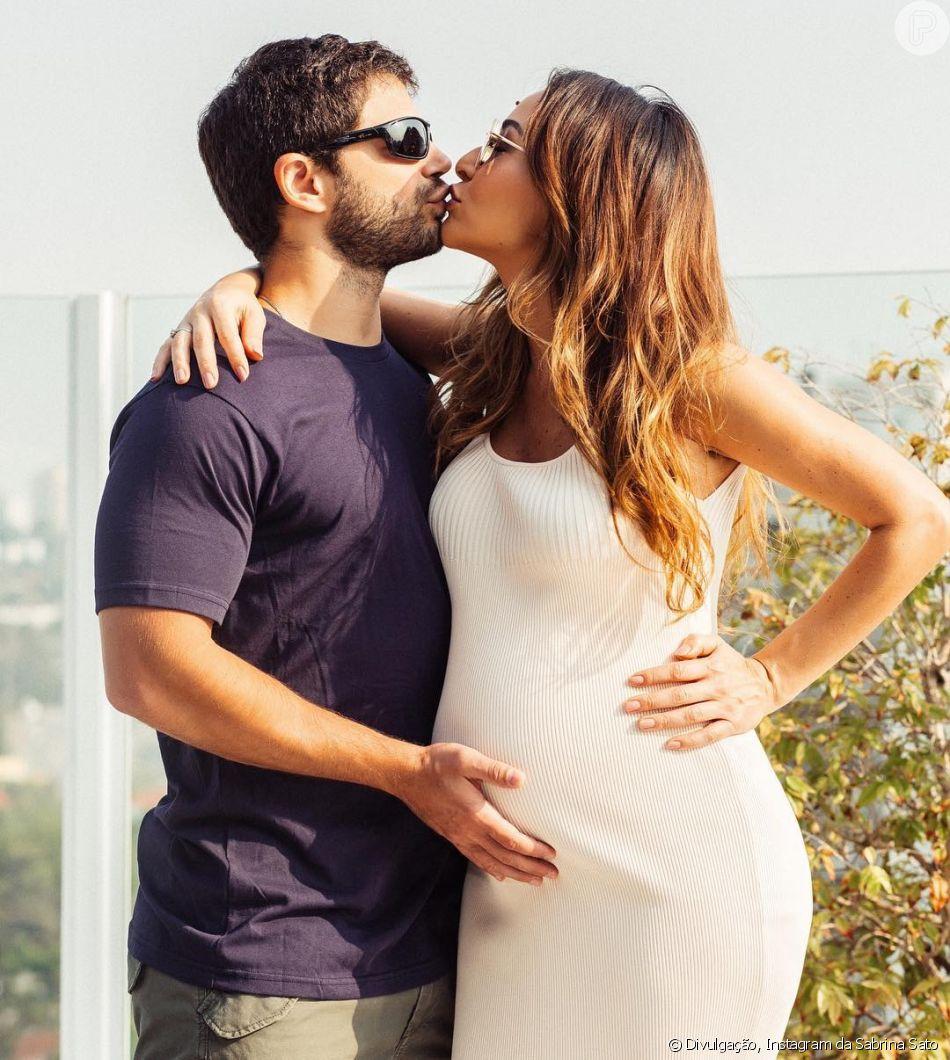 4b848e0ae1c69 Os looks de Sabrina Sato grávida são cheios de estilo. Vestido básico e  ajustado no corpo fica ótimo em futuras mamães