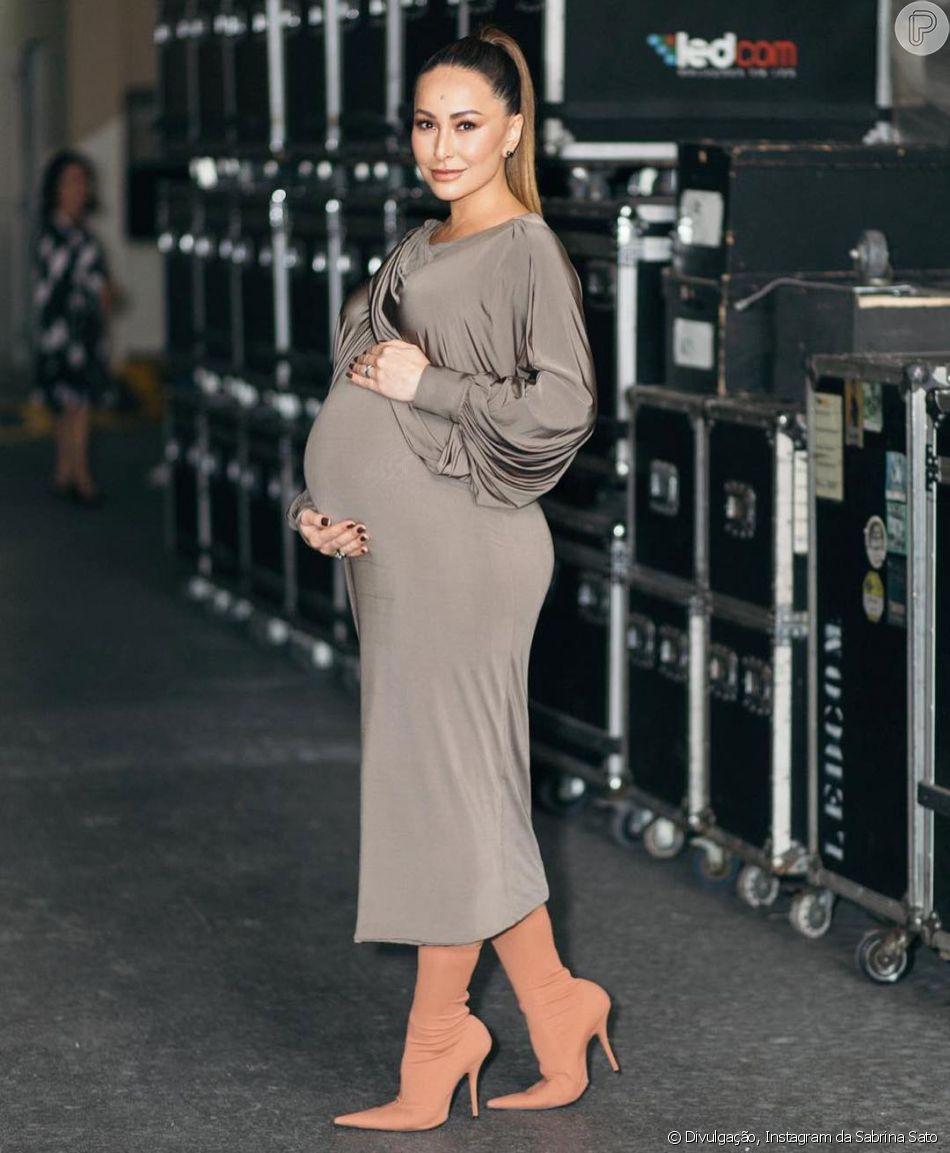37f6f93bee708 Os looks de Sabrina Sato grávida são cheios de estilo. O comprimento mídi e  ajustado no corpo é um recurso que deixa as grávidas elegantes