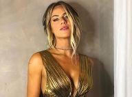 Golden glow! Giovanna Ewbank elege look plissado e decotado para evento de moda