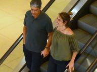 De mãos dadas, William Bonner e Natasha Dantas curtem passeio em shopping do Rio