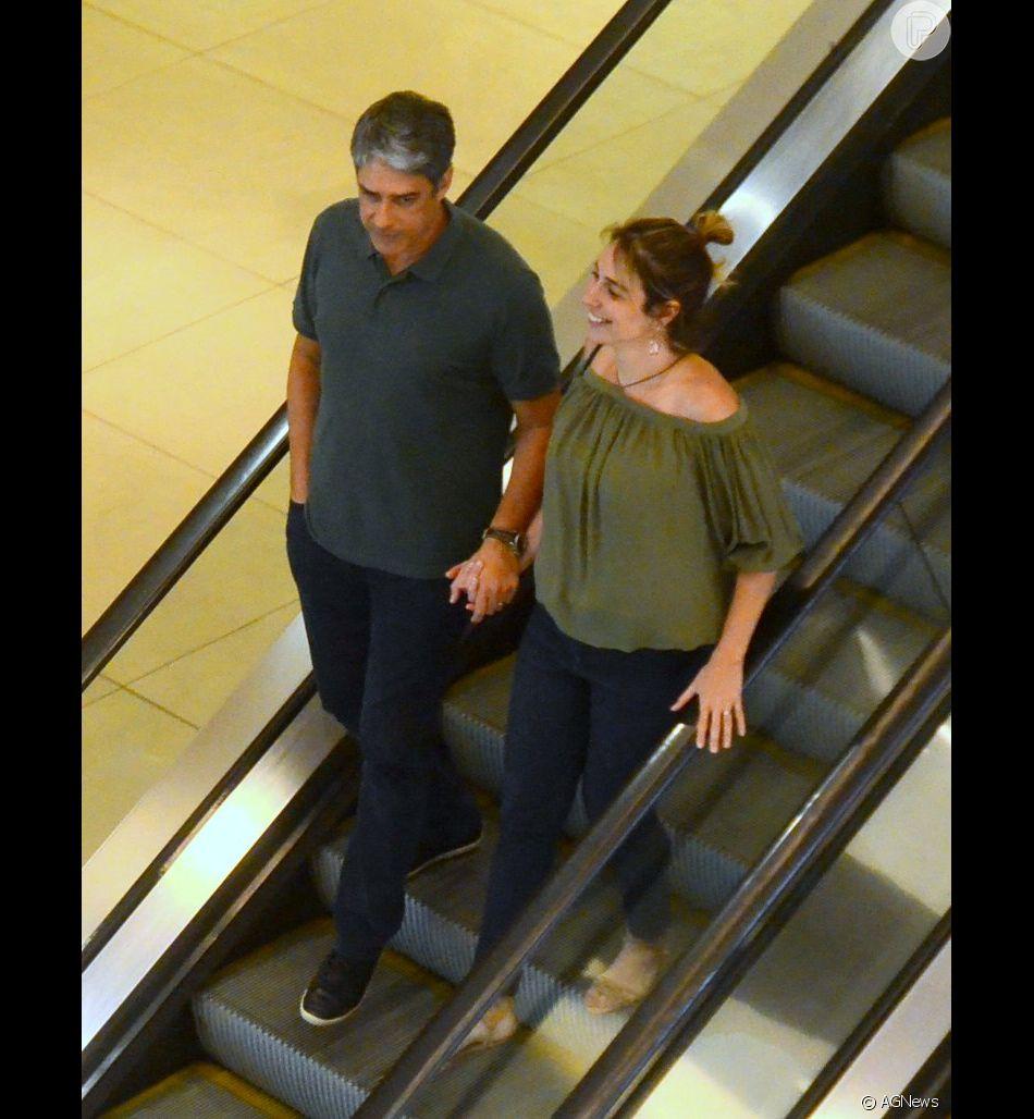 Casados, William Bonner e Natasha Dantas curtem passeio no shopping Village Mall, na Barra da Tijuca, zona oeste do Rio de Janeiro, neste sábado, 24 de novembro de 2018